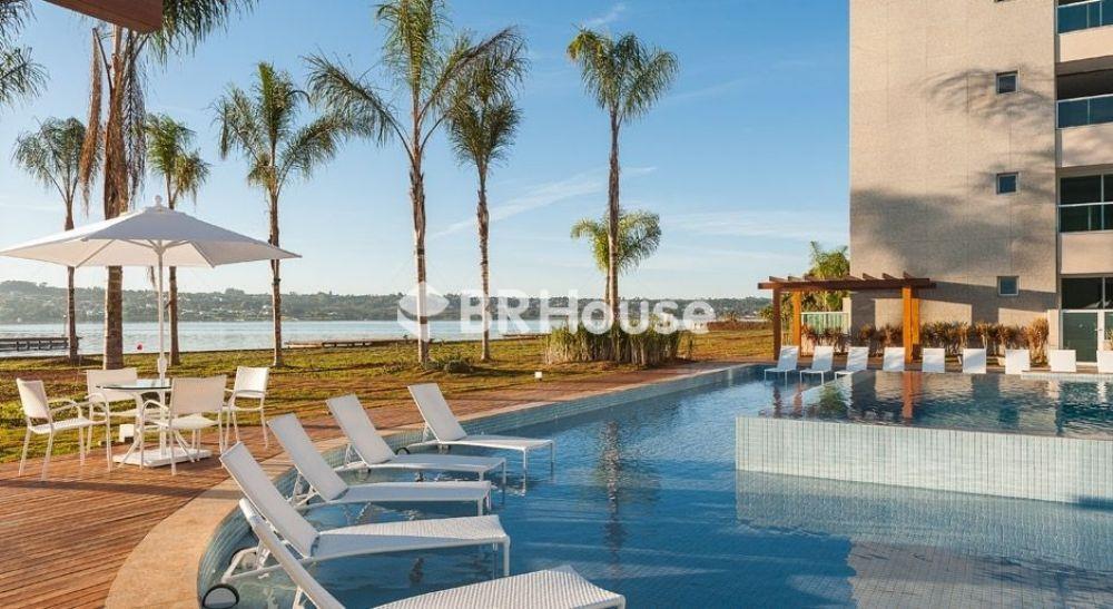 imagem-real-da-piscina-com-deck-molhado-brisas-do-lago